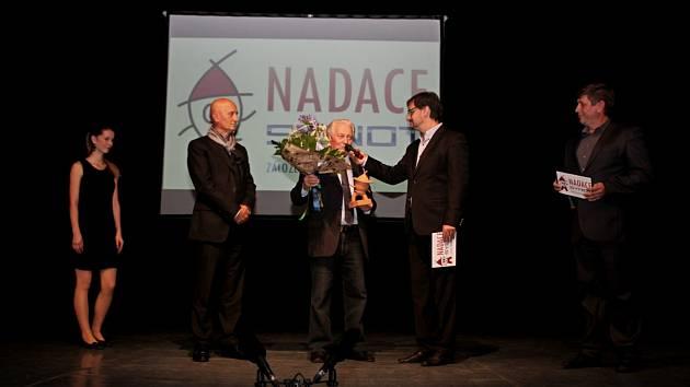 Nadace Synot rozdělila vpátek mezi žadatele zoblasti lidové kultury darovací smlouvy vhodnotě tří milionů korun.