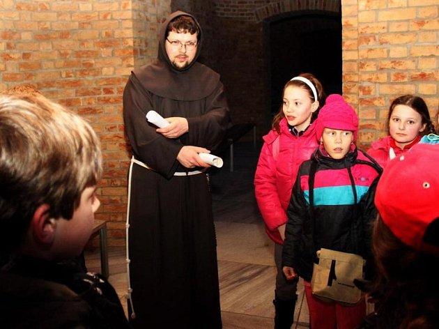 Kluci a holky se vydali hledat citát sv. Cyrila. A podařilo se jim ho nalézt.