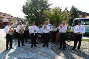 Festival odstartovala u sochy Panny Marie na náměstí v Buchlovicích dechová hudba Buchlovjané.