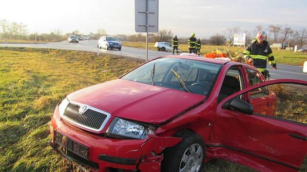 Po autonehodě skončili v nemocnici čtyři zranění