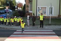 Žáci si přecházení zkusili pod dohledem.