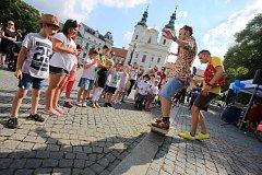Magic festival 2018 v Uherském Hradišti. Kouzelné náměstí na Masarykově náměstí. Kouzelník Mišuge a Maxi  (vpravo)