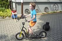 Venkovní areál Kovosteelu nabídl ve středu zábavu pro děti i jejich rodiče.