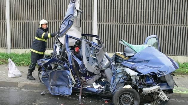 Při nehodě 27. září na staroměstském obchvatu jeden člověk zemřel a druhý byl těžce zraněn.