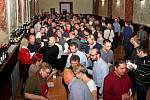 NA ZDRAVÍ. Kolikrát to asi zaznělo v průběhu sobotního večera ve Slovanském sále Stojanova gymnázia na Velehradě?