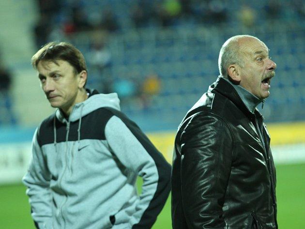 Zleva asistent trenéra Michal Kordula a trenér Slovácka Stanislav Levý.
