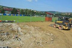 Fotbalisté divizního Strání se na začátku letošní sezony musejí vypořádat s výstavbou nových kabin.