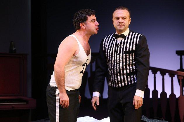 Hra Falešné našeptávání ve Slováckém divadle v Uherském Hradišti.