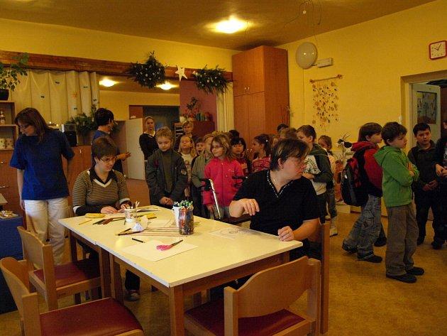 Na den otevřených dveří dorazili i školáci.