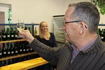 Vyznavači vína byli se vzorky evidentně spokojeni