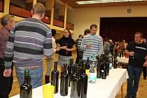 V Boršicích ochutnávali vinaři sto tři vzorky mladých vín.