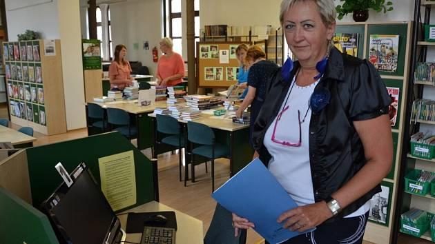 Vedoucí služeb knihovny Dagmar Vaďurová.