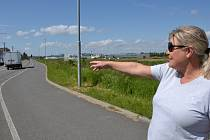 Silnice je pro obyvatele hradišťských Jaktářů kamenem úrazu.