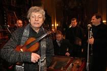 Tradiční Štěpánský koncert Hradišťanu s primášem Jiřím Pavlicou a zpěvačkou Alicí Holubovou v basilice ve Velehradě.