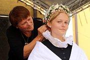 Slovácké slavnosti vína  2017. NEZAPLÉTAJTE MAMIČKO MŇA NA TUHO - účesy a obřadní úprava hlavy žen na Kolejním nádvoří