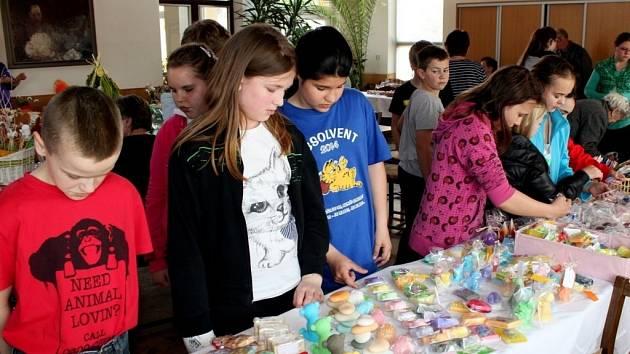 Velikonoční jarmark ve Zlechově přilákal stovky návštěvníků.