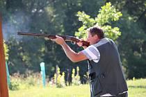 Pátou disciplínou olympiády Východního Slovácka byla střelba na asfaltové holuby.