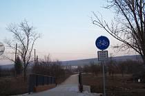 Po několika letech je konečně kompletně hotová cyklostezka, která propojila uherskobrodskou místní část Újezdec s nedalekými Šumicemi.