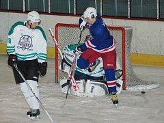 Nadvláda hradišťských Rangers v okresní hokejové lize má na kahánku.