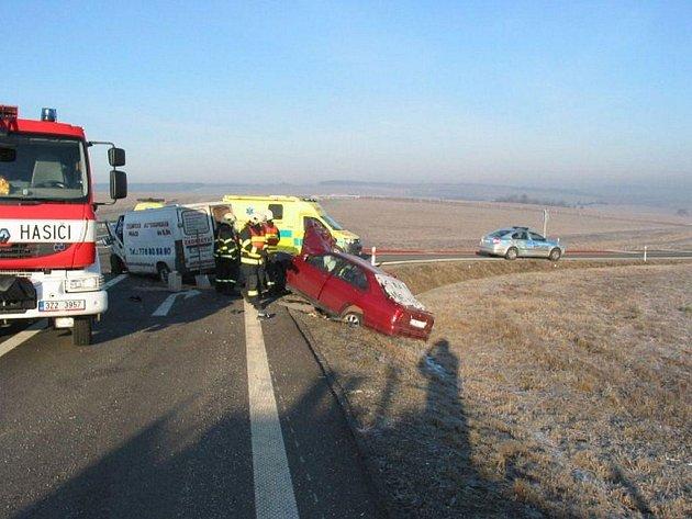 U Bánova, v prostoru křižovatky na obec Suchá Loz, došlo ke střetu dvou vozidel.