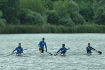 Rychlostní kanoisté z Ostrožské Nové Vsi místo závodů o víkendu trénovali doma na Čtverci.