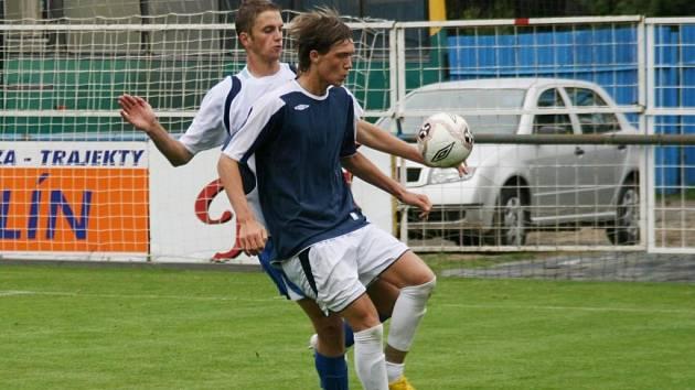 Milan Kerbr (v popředí), syn někdejšího reprezentanta, vstřelil jedinou branku staršího dorostu Slovácka.