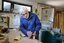 Čestné uznání za celoživotní přínos v oboru práce se dřevem získal od zastupitelů Jiří Machaníček.