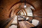 Sklepní labyrint v Mařaticích, který vznikl propojením tří historických měšťanských vinných sklepů Jahoda, Herman a SYNOT. Na snímku Přednáškový sklep.