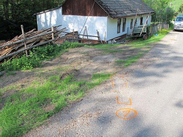 Jízdu na kole z kopce ve Vápenicích nezvládl ve středu 8. května odpoledne starší muž. Po nárazu spadl na zem a zůstal ležet v bezvědomí na trávě.