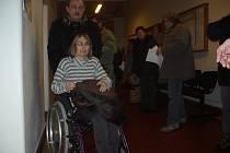 Lidí, kteří přišli na úřad žádat o sociální dávky bylo zkraje týdne více než obvykle. Každý z nich však na chodbě čekal jen než pár minut