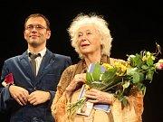 Josef Kubáník a Květa Fialová na jevišti Slováckého divadla. Ilustrační foto.