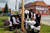 V Kunovicích se v sobotu uskutečnila soutěž Májový dřevorubec a nesoutěžní přehlídka mužských pěveckých sborů.