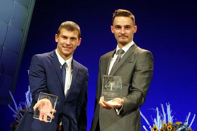 sportovec roku  2017 města Uherské Hradiště Marek Janša (fotbal) a Martin Mazáč 'atlet) vpravo