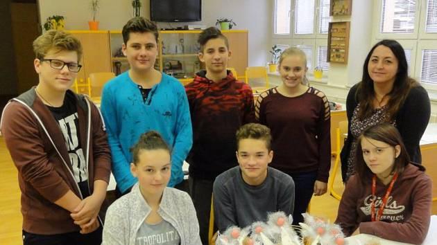 Prodejní artikl na jarmark vyráběly děti od 1. až do 9. třídy.