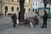 Pomoc bezdomovcům nabízí v Uherském Hradišti také strážníci.