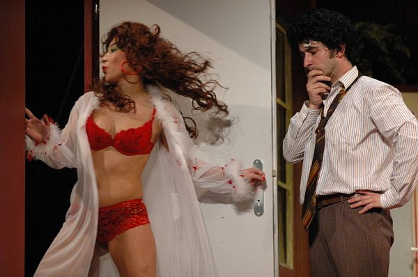 Komedie Jeden plus dva je šest slaví ve Slováckém divadle 80.reprízu.
