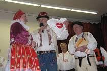 Folklorní večer s horňáckým folklorem publikum v Ostrožské Lhotě přivítalo s velkým zájmem.