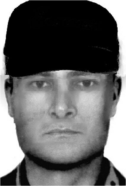 Policisté hledají tohoto muže, který na konci února přepadl v centru Zlína hernu.