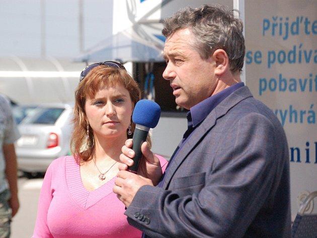 Starosta Starého Města Josef Bazala a moderátorka akce Petra Dudková.