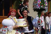 Soutěžní pár číslo 12 – Kristýna Remešová a František Gahura, starší stárci na hodech v Jankovicích 15. – 16. srpna.