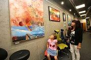 Výstava  Svět očima fantazie Vlastimila Mahdala v Uherském Hradišti. Na snímku obraz Nadějné vyhlídky
