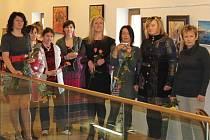 V úterý 17. dubna proběhla ve velehradské galerii vernisáž obrazů deseti dam z Domečku 166.