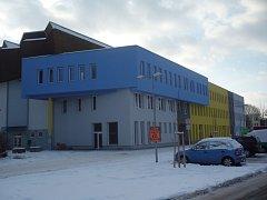 Hradišťský zimní stadion už má novou fasádu. Uvnitř objektu je prý ale ještě hodně práce.