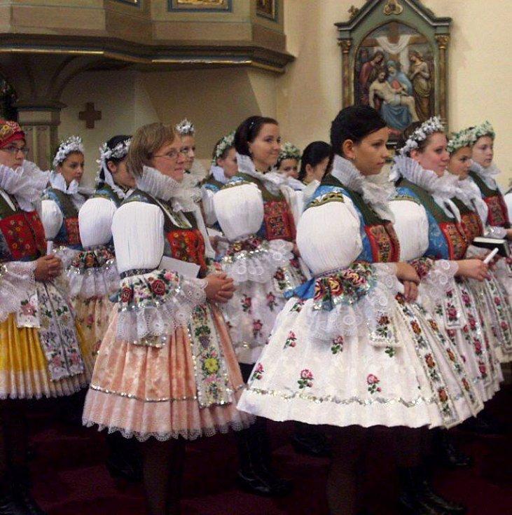 Katolickou svátost biřmování získalo v neděli 19. září dopoledne v kostele svatých Filipa a Jakuba v Dolním Němčí celkem 58 mladých věřících z Dolního a Horního Němčí.