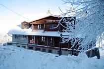 Chata Lopata na Mikulčině vrchu.