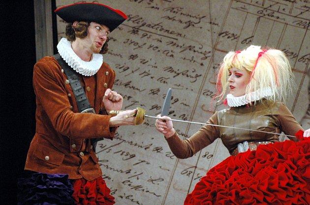 Tchani, aneb jak neprovdat dceru v podání herců Slováckého divadla.