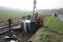 Dopravní nehoda v kolejišti železničního náspu u obce Újezdec u Luhačovic.
