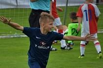 Marek Šuránek slaví jeden ze svých vstřelených gólů.