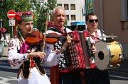 Účastníci festivalu Kunovské léto prošli ulicemi Uherského Hradiště