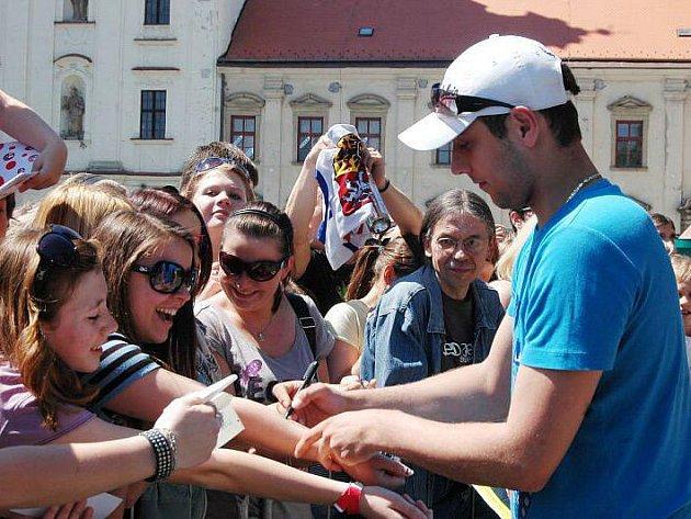 Čtveřice novopečených mistrů světa přijela do Uherského Hradiště ukázat zlaté medaile, které čeští hokejisté vybojovali na nedávném mistrovství světa v Německu.